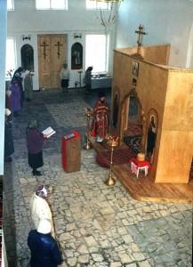 Одно из первых богослужений в апреле 2001г