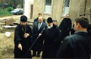 Владыка Кирилл посетил храм Рождества Христова в 2005 году