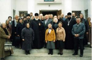 Владыка Кирилл посетил храм Рождества Христова в 2004 году